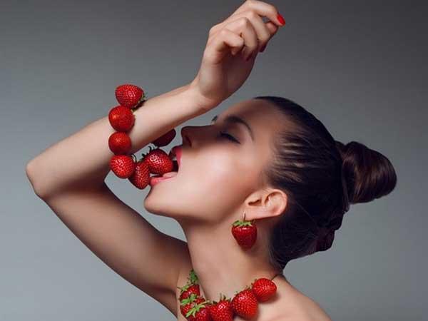 dâu tây giúp tăng cường sinh lý nữ